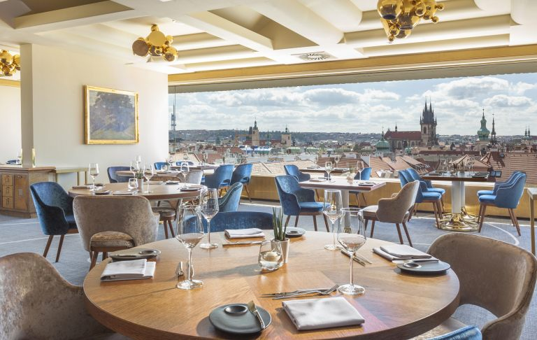 zlata-praha-restaurant-interier-02